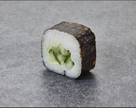 Cucumber maki-roll