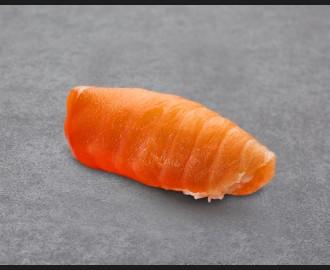 Salmon nigiri maxi