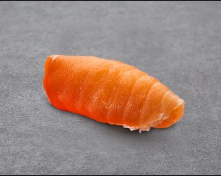 Salmon nigiri mini