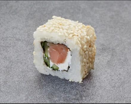 """Sakura with sesame"" roll"