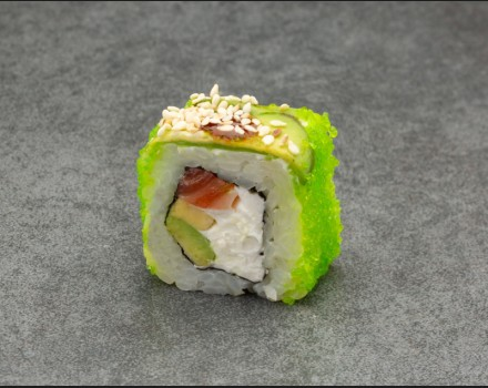 """""""Green dragon with salmon"""" roll"""
