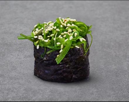 Wakame seaweed gunkan